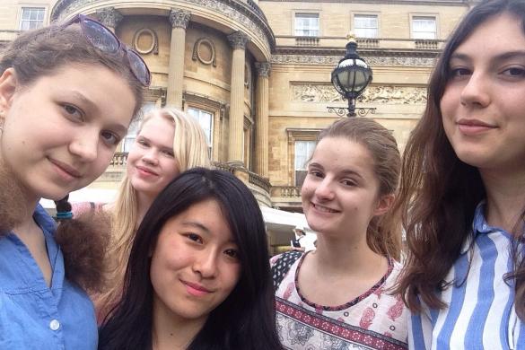イギリスに短期留学した時に友達と撮った写真