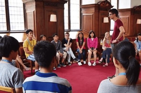 留学生徒の交流会の様子(成蹊高校HPより)